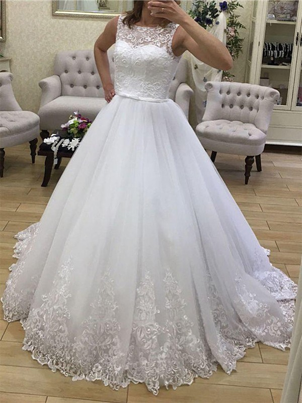 White Tulle Scoop Ball Gown Court Train Wedding Dresses