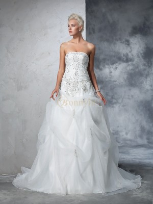 Ivory Tulle Strapless Ball Gown Chapel Train Wedding Dresses