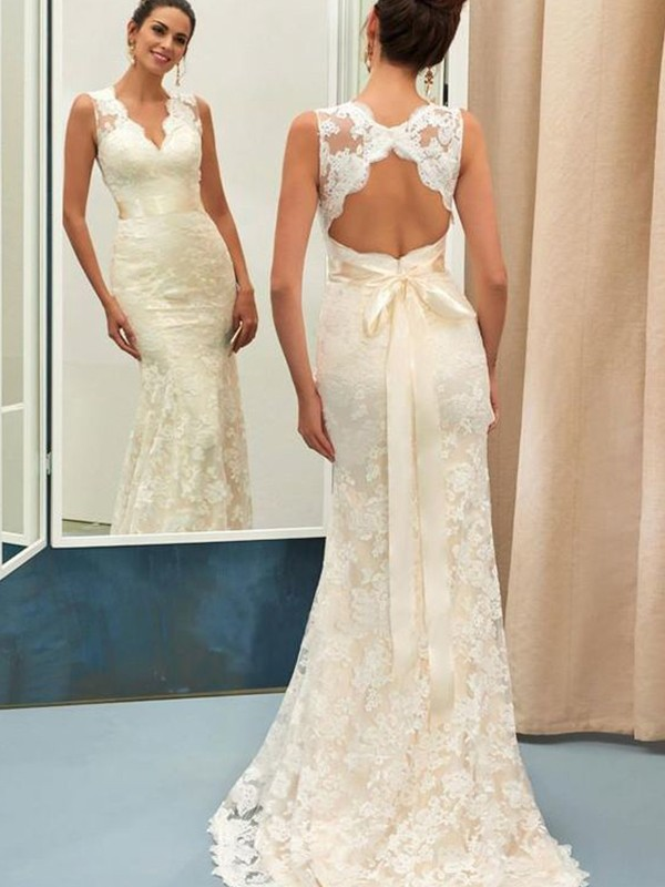 Champagne Lace V-neck Trumpet/Mermaid Sweep/Brush Train Wedding Dresses