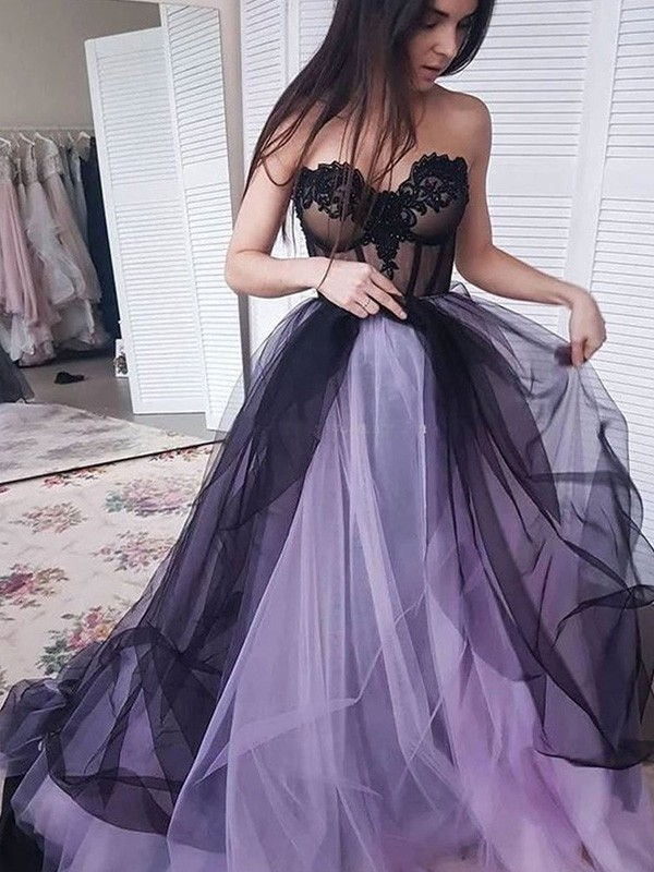 Black Tulle Strapless A-Line/Princess Court Train Dresses