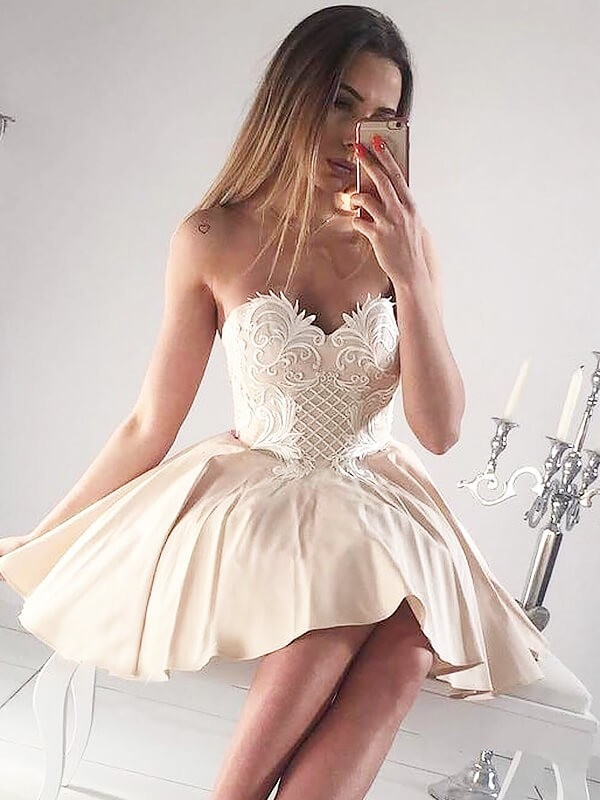 Champagne Satin Sweetheart A-line/Princess Short/Mini Homecoming Dresses