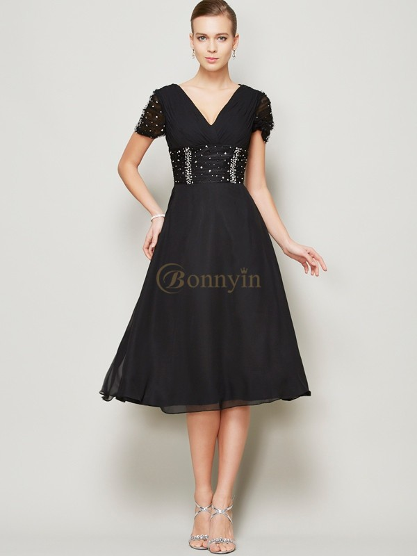 Black Chiffon V-neck A-Line/Princess Knee-Length Cocktail Dresses