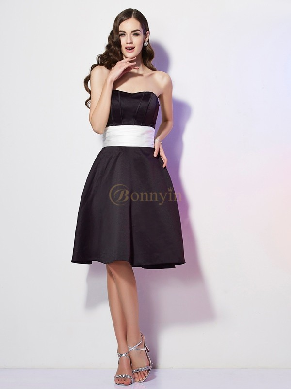 Black Satin Strapless Sheath/Column Knee-Length Bridesmaid Dresses