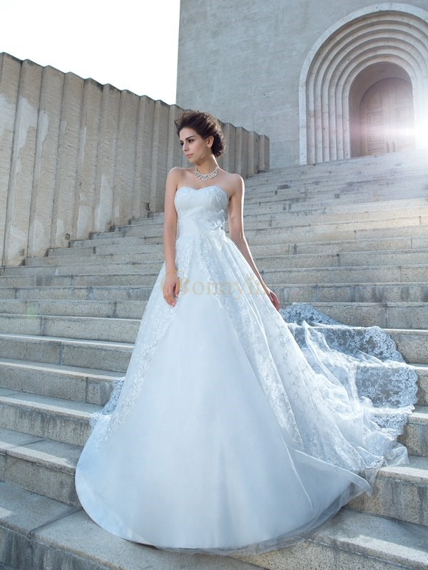 Ivory Lace Sweetheart Ball Gown Chapel Train Wedding Dresses