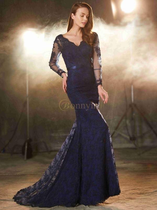 Dark Navy Lace V-neck Trumpet/Mermaid Sweep/Brush Train Prom Dresses