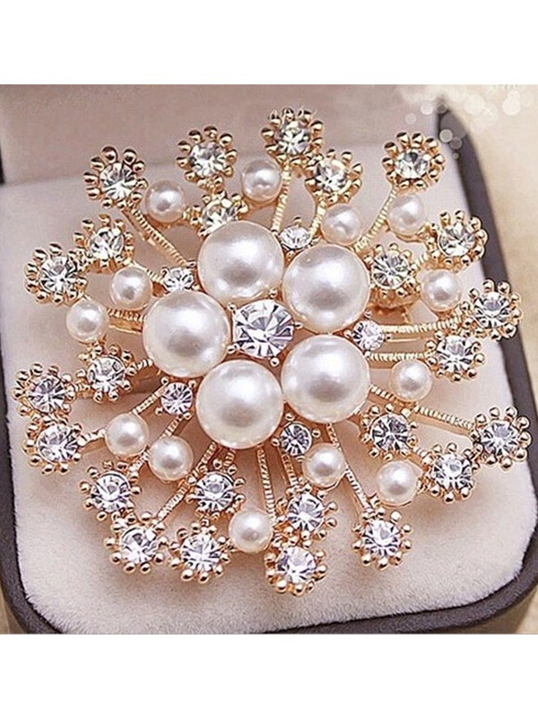 Luxurious Alloy With Rhinestone/Imitation Pearl Ladies Brooch