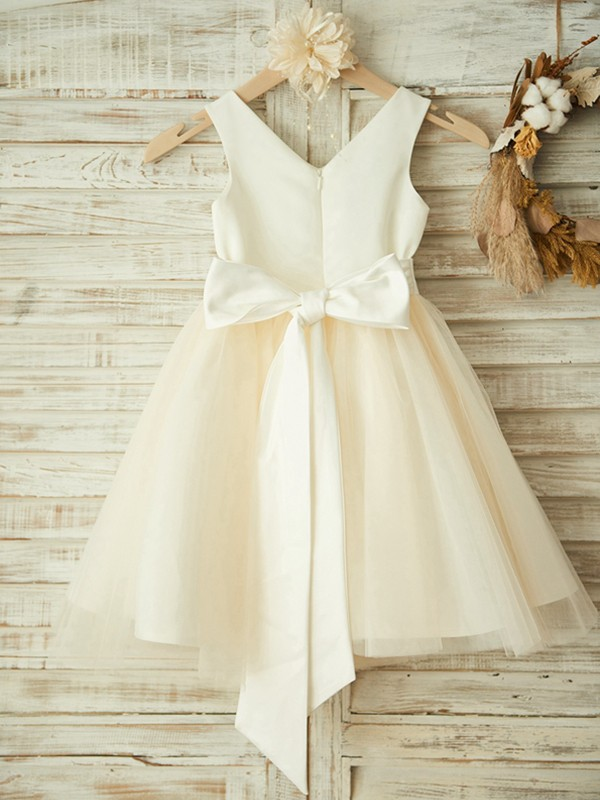 Champagne Tulle V-neck A-Line/Princess Knee-Length Flower Girl Dresses