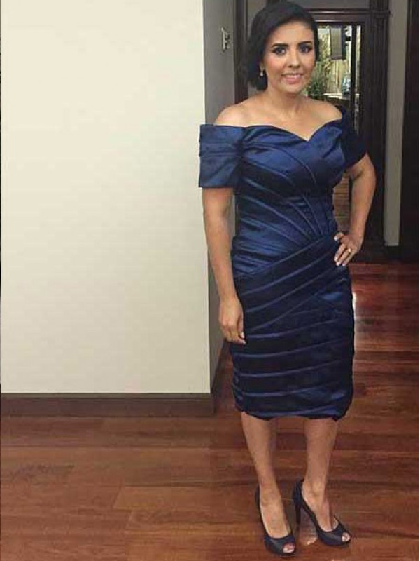 Royal Blue Elastic Woven Satin Off-the-Shoulder Sheath/Column Knee-Length Mother of the Bride Dresses